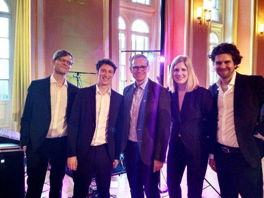 Tanz in den Mai mit dem Berliner Bürgermeister und uns als Coverband